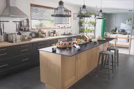 en cuisine avec modele de cuisine avec ilot central charmant cuisine modele