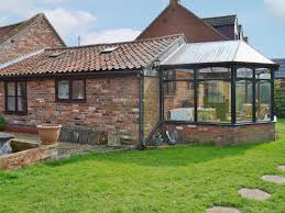holiday cottages to rent in brundall cottages com