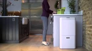 poubelle cuisine 60l la poubelle totem de joseph joseph fait le tri sélectif dans la cuisine