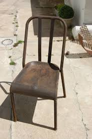 une chaise comment décaper et restaurer une chaise métallique