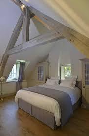 chambre d hotes honfleur pas cher charpente peinte en gris clair chambres d hôtes le clos de grâce