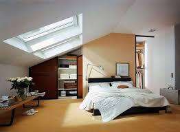 placard encastrable chambre placard sous pente encastré idées de rangement astucieuses