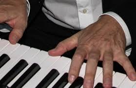 Davide Martello spielt heute im Rathaus-Innenhof | KreuzlingerZeitung - Klavier611479_original_R_K_B_by_Rainer-Sturm_pixelio.de_