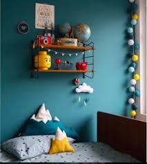 la chambre bleu idée couleur tête de lit chambre bleu pétrole jaune moutarde