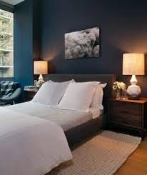 repeindre une chambre à coucher mur bleu dans la chambre visite d un appartement scandinave