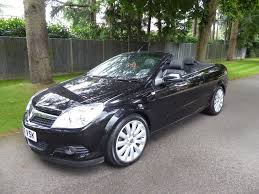 black convertible cars used vauxhall astra convertible 1 8 i exclusiv black twin top 2dr