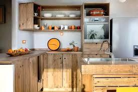 customiser une cuisine fabriquer sa cuisine amenagee lot central en palette 32 ides diy
