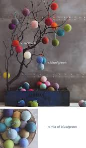 modern tree ornaments in colorful wool 30