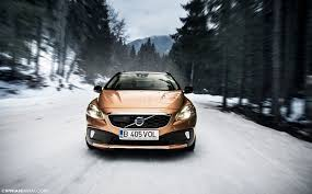 volvo v40 cross country r design volvo v40 hatchback and cross country launches the gadgetz hub