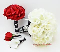 groom s boutonniere bridal bouquet stephanotis roses calla black white