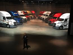 photo gallery a look at technologies built into the volvo trucks freightliner unveils revamped redesigned 2018 cascadia