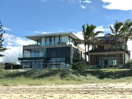 file beach houses in mermaid beach queensland 01 jpg wikimedia
