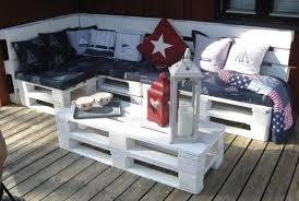 canapé exterieur palette de jardin faits avec des palettes en bois