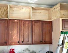 painting above kitchen cabinets what color should i paint my kitchen cabinets hbe kitchen