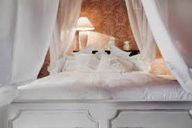 chambre hotes tours des roses et des tours chateau de st genes du retz hébergements