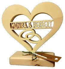hochzeitsgeschenke personalisiert originelle geschenke zur hochzeit hochzeitsgeschenke aus holz