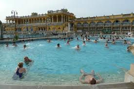 bagno termale e piscina széchenyi szechenyi badhuis in budapest picture of szechenyi baths and