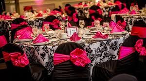 mariage baroque idées de décoration pour mariage en noir et fushia