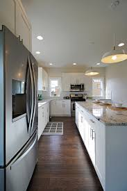 Kitchen With White Cabinets by L Shaped Kitchen With White Shaker Cabinets Colonial White