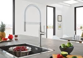 robinet cuisine haut de gamme nouvel essence robinetterie de cuisine lignes épurées et