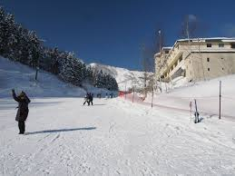 hotel on the right is hirafutei access to skiing is convenient