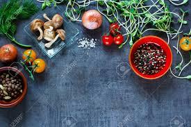 cuisiner sainement gros plan de légumes biologiques avec des ingrédients frais pour