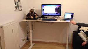 Ikea Stand Desk by Ikea Bekant Sit Stand Desk Sitz Und Stehschreibtisch Youtube