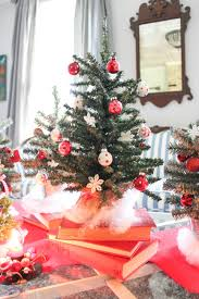 personalize your home with christmas tree centerpieces