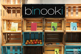 binooki trade fair stand made from rustic wooden crates