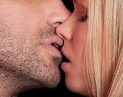 cara memberikan ciuman romantis kepada pasangan ayo pelajari caranya