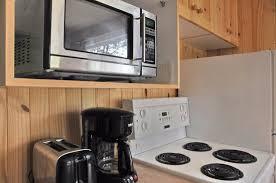 cuisine entierement equipee cuisine entièrement équipée dans les chalets photo de domaine