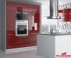 roller küche roller einbaukche roller kuche rot hochglanz rustikaler esstisch