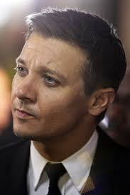 jeremy renner hairstyle more pics of jeremy renner men s suit 11 of 19 men s suit