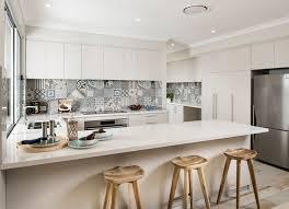 credence cuisine blanche crédence cuisine carreaux de ciment patchwork et artistique