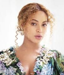 hairstyles for giving birth beyoncé wears shredded daisy dukes after giving birth instyle co uk