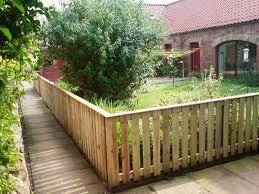 Ideas For Fencing In A Garden Cheap Garden Fence Ideas That You Can Use Ez Home Maintanance