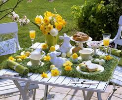Easter Decorations Outdoor by Decorate A Easter Spring Party Table Gustitosmios