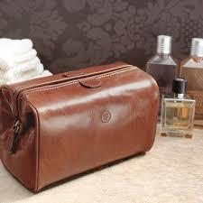the finest italian leather wash bag for men u0027duno m u0027 giftguide