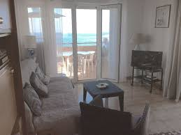 3 rooms in house on the water overlooking the sea and the rocks