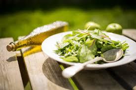 huile de carthame cuisine les 7 huiles indispensables à avoir chez soi yumi green bombs