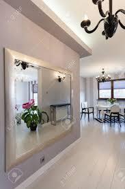 feng shui miroir chambre chambre miroir couloir vibrant chalet grand miroir dans un couloir