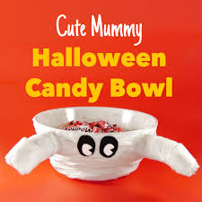 halloween candy bowls make a cute mummy halloween candy bowl at the last minute
