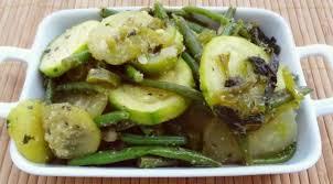 cuisiner concombre recette de la poêlée de concombre et courgettes à la menthe