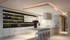 cuisine blanche ouverte sur salon cuisine blanche ouverte sur salon 7 faux plafond pour cuisine