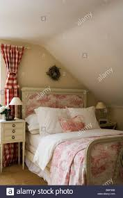 Toile De Jouy Decoration Toile De Jouy Curtains And Bed Dressings By Design Archive In