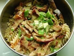 cuisiner des pois gourmands pâtes aux pois gourmands et au bacon recette ptitchef