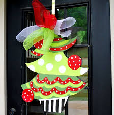 Classroom Door Christmas Decorations 300 Best Crafts Christmas Wreaths Images On Pinterest