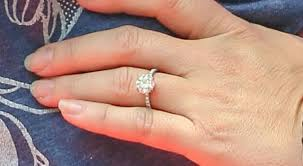 baby engagement rings images Jennifer love hewitt was photographed with her engagement ring and jpg