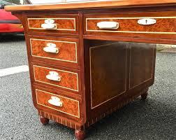bureau en acajou bureau à caissons en acajou et fauteuil déco antiquités