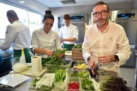 cuisine chef michelin guide allows pressured chef to back his three